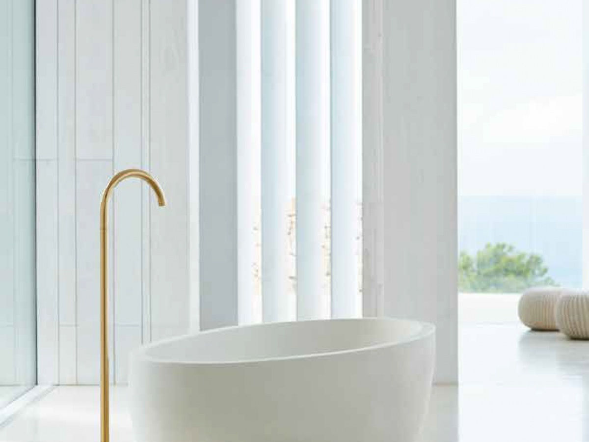 vola-090fm-900-floor-mounted-bath-spout-in-exclusive-dark-gold_1263274247